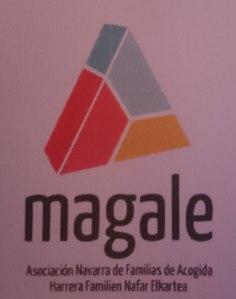 Logo de Magale: Asociación Navarra de Familias de acogida. Foto de Belén Torres.